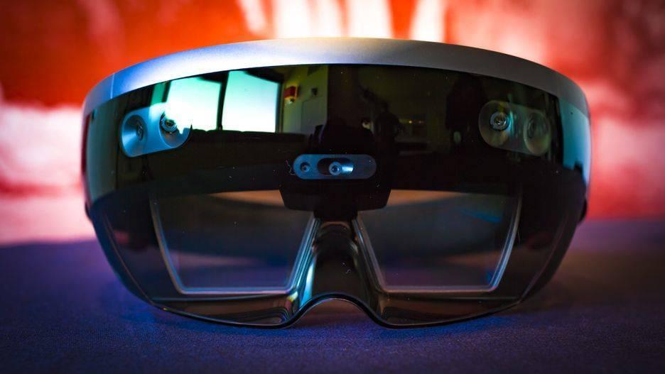 Передняя панель с визором и камерами